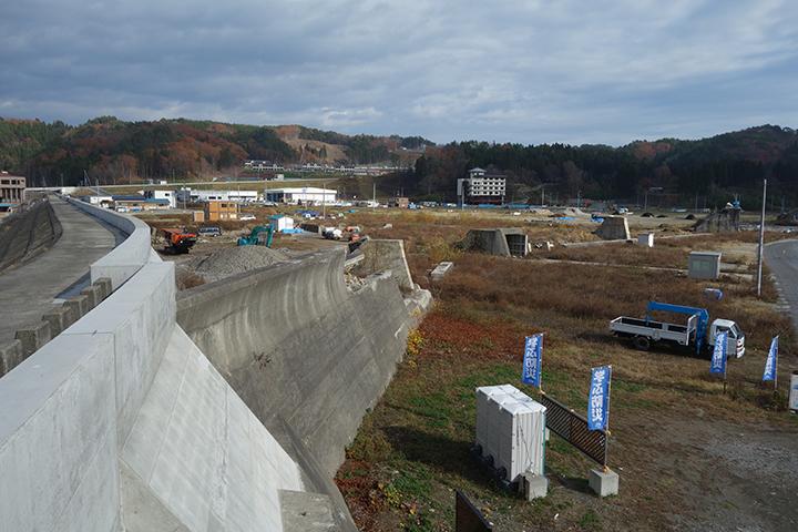新たな防潮堤が作られている様子